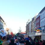 Fasnetsumzug mit Fahnenschwingern auf der Marktstätte in Konstanz