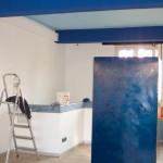 Hagrid, unser Tresor, bereits leicht verändert durch den blauen Anstrich, mitten in der Baustelle 2004