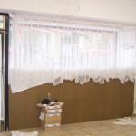 Kaum Sicht nach außen. Vorm Umbau war die damalige Pfandleihe optisch sehr geschlossen, mit Brettern, Vorhängen und Gittern, miradlo 2004