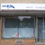 Zwischendurch gab es für einige Wochen das alte Schild in überstrichener Variante - miradlo 2004