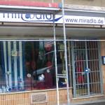 Während der Fassadenrenovierung lohnte sich die Deko an sich nicht, denn beim Reinigen ging da noch einiges ins Fenster. miradlo 2005