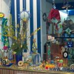 Frühlingsdeko mit Osterbaum im miradlo-Schaufenster