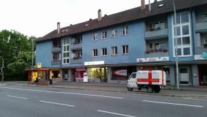 Apelina beschriftet, nahe der Bushaltestelle, vor der Tür vom miradlo-Versanddepot in der Wollmatinger Straße in Konstanz