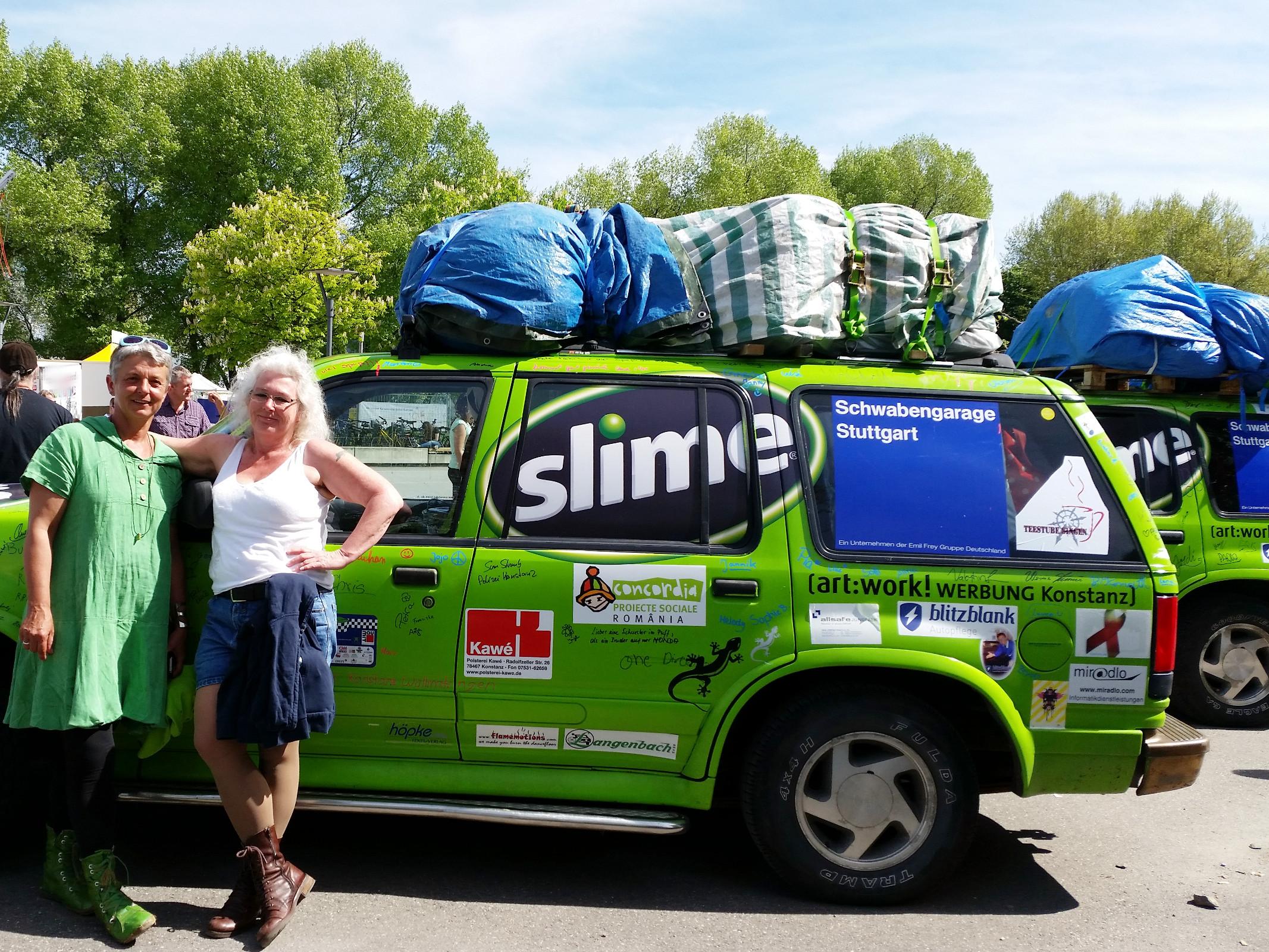 Fahrerin des Mädelteams und Ute von miradlo am 8.5. -Team RallyeViators aus Konstanz bei der Allgäu-Orient-Rallye 2015 nach Amman, Jordanien