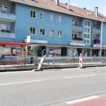 Kurzzeitparkplätze im für 3 Tage nicht nutzbar - Baustelle vorm miradlo-Versanddepot, Bushalteplatz muss repariert werden