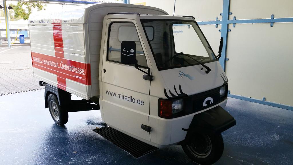 Apelina hübsch machen und Nase putzen fürs Apetreffen - von Konstanz zum Ape-Treffen - Herznach, Aargau, Schweiz - Lieferadresse