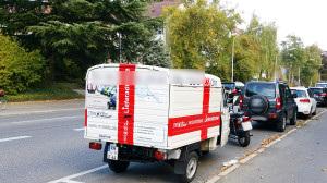 Feiertag in Deutschland, Apelina fährt zum Ape-Treffen in der Schweiz