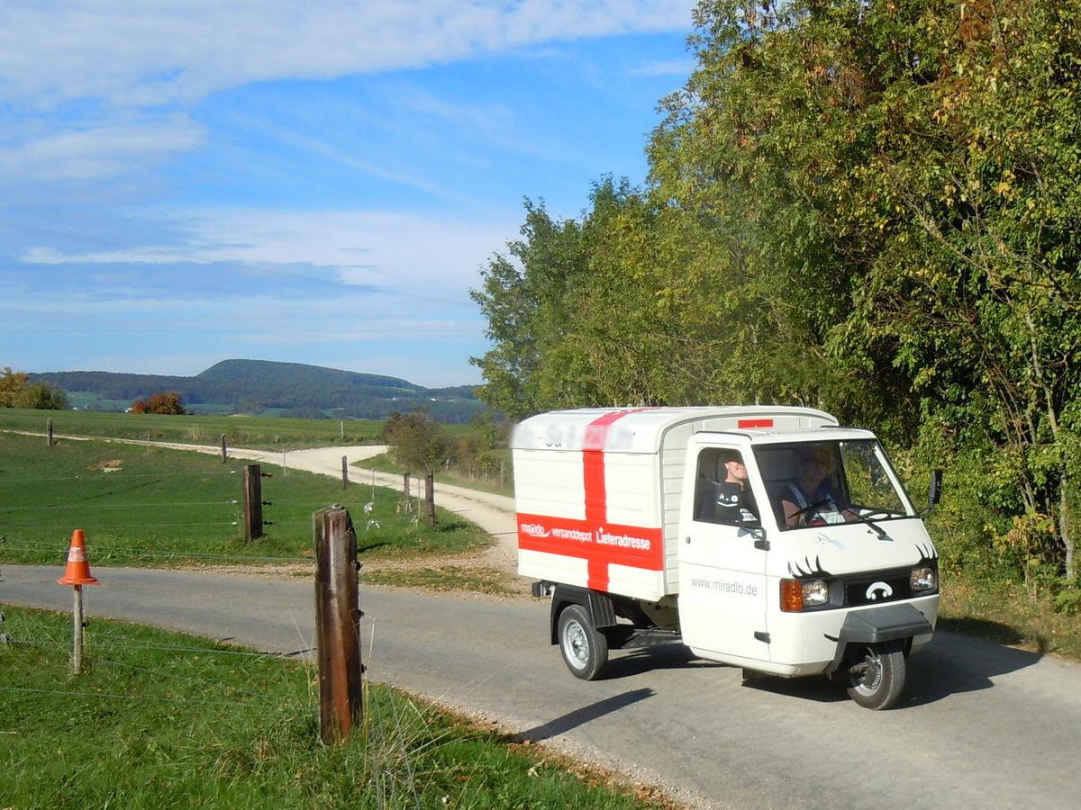 Apelina Ute am Steuer, Foto von www.ape-on-tour.ch - Apetreffen Herznach, AG