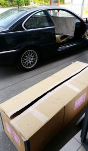 Passt. Großes Paket in schickem Auto. Onlineshop und Mwst bei der deutschen Lieferadresse miradlo Versanddepot, Konstanz