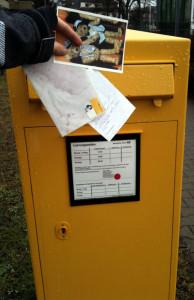 Briefkasten Briefe einwerfen, Leerung, Briefträger - miradlo Versanddepot Konstanz