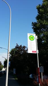 neue Haltestelle Bismarcksteig ab 12.9.2016, am Bildrand ist eine Ampel zu sehen, die bisherie Haltestelle war noch vor der Ampel - Bushaltestellen verlegen in Konstanz