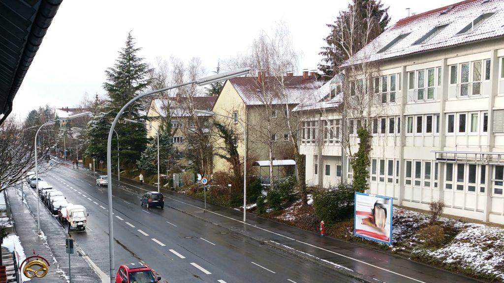 Apelina im Schneematsch in Konstanz, Nähe miradlo-Versanddepot
