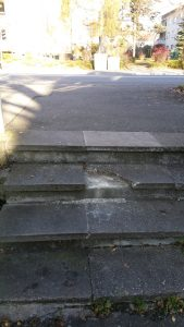 Treppe kaputt an kleinem Fußweg, Konstanz, miradlo
