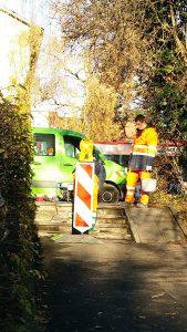 Treppe kaputt, nach einigen Tagen fiel noch ein größeres Stück der Stufe ab, an kleinem Fußweg, Konstanz, miradlo