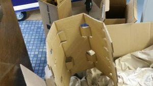 Viel mehr Verpackung als Inhalt - Verpackungswahnsinn hoch zwei oder gar hoch drei, Karton im Karton, im Karton... Fundstück - miradlo Versanddepot