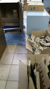 Verpackungswahnsinn hoch zwei oder gar hoch drei, Karton im Karton, im Karton... Fundstück - miradlo Versanddepot