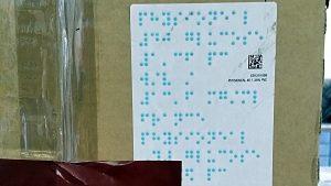 Blindenschrift auf einem Paket - ein seltenes Fundstück - miradlo-Versanddepot