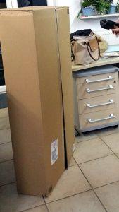 Ein riesengroßer Karton - Wischmopverpackung überdimensional riesig und voll mit Verpackungsmaterial - Verpackungswahnsinn, miradlo Versanddepot