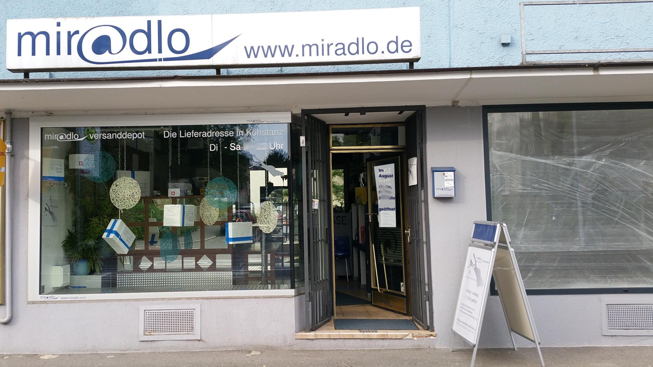 Sommeröffnungszeiten 2017 - im August montags und mittwochs geschlossen - Schaufenster miradlo Versanddepot