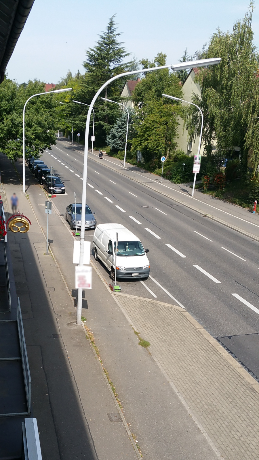 Parken am 1.9. tagsüber eingeschränkt wegen Baustelle vorm miradlo Versanddepot Konstanz - Kurzparkplatz, Parkreihe vorm Laden