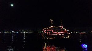Piratenschiff unterwegs am Seenachtsfest Konstanz - ab 19 Uhr ist die Innenstadt gesperrt