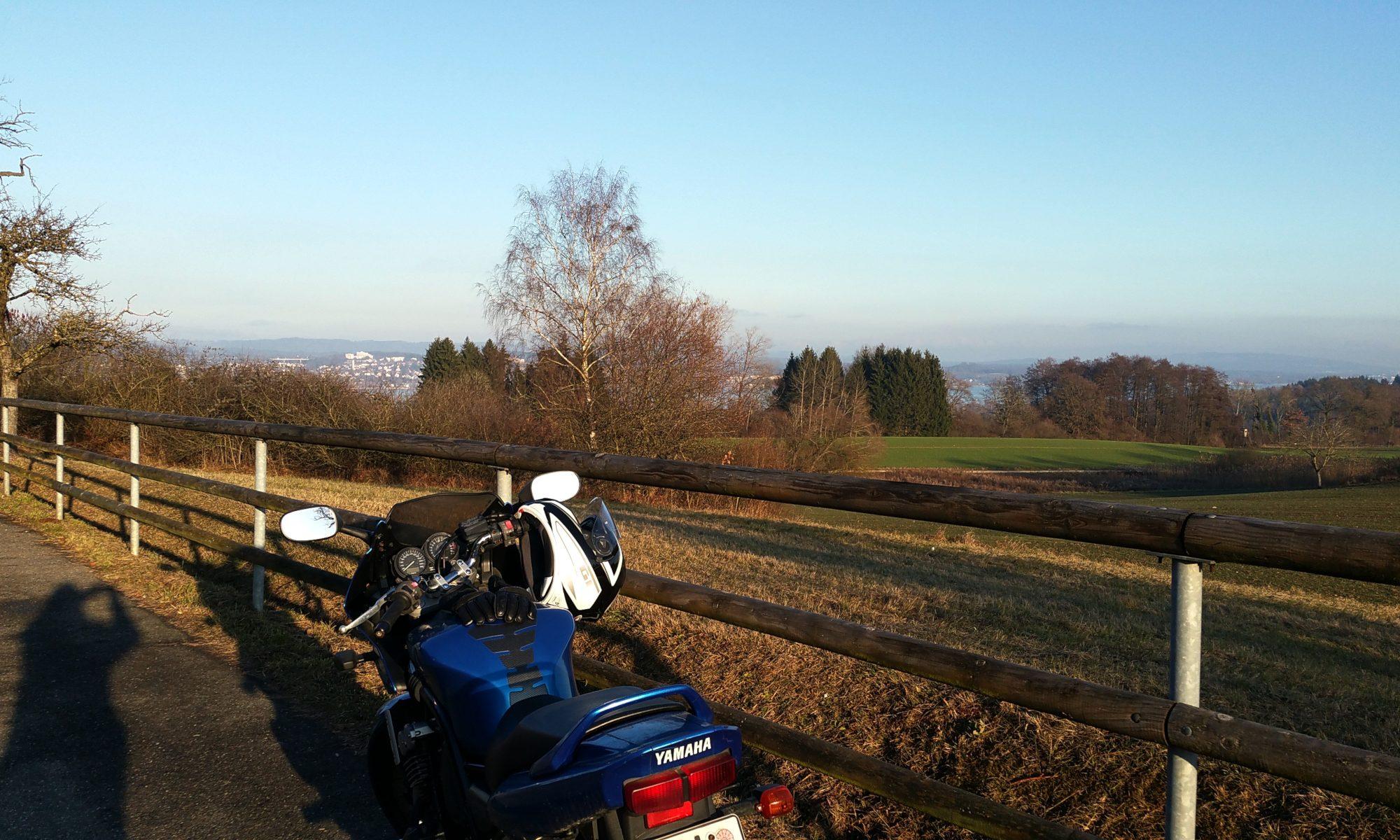 Motorrad, See, Schatten - miradlo Versanddepot - Motocross-Adventskalender