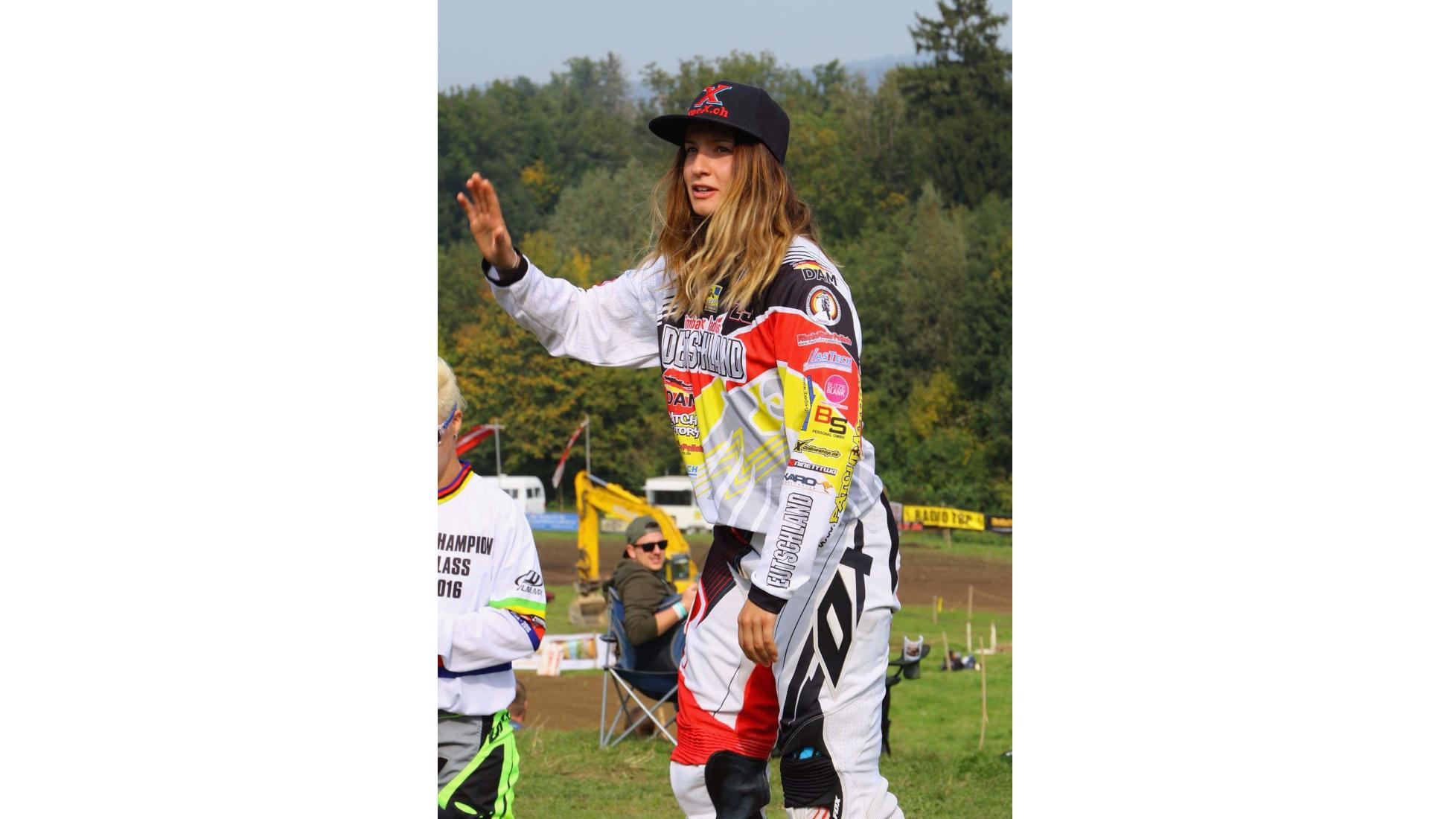 Meine Meisterschaften - Nina - Fotograf: Mike Mazout, Belgium - Motocross-Adventskalender - miradlo Versanddepot