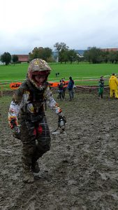 Besonderes Rennen Teil 2 - Schlammrennen - Nina - Motocross-Adventskalender - miradlo Versanddepot