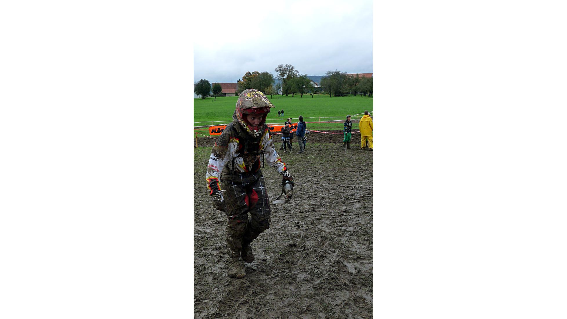 Header Besonderes Rennen Teil 2 - Schlammrennen - Nina - Motocross-Adventskalender - miradlo Versanddepot