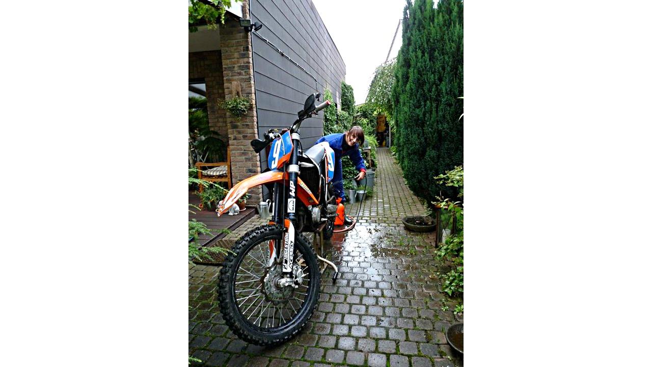 Motorradwartung - Nina - Motocross-Adventskalender - miradlo Versanddepot