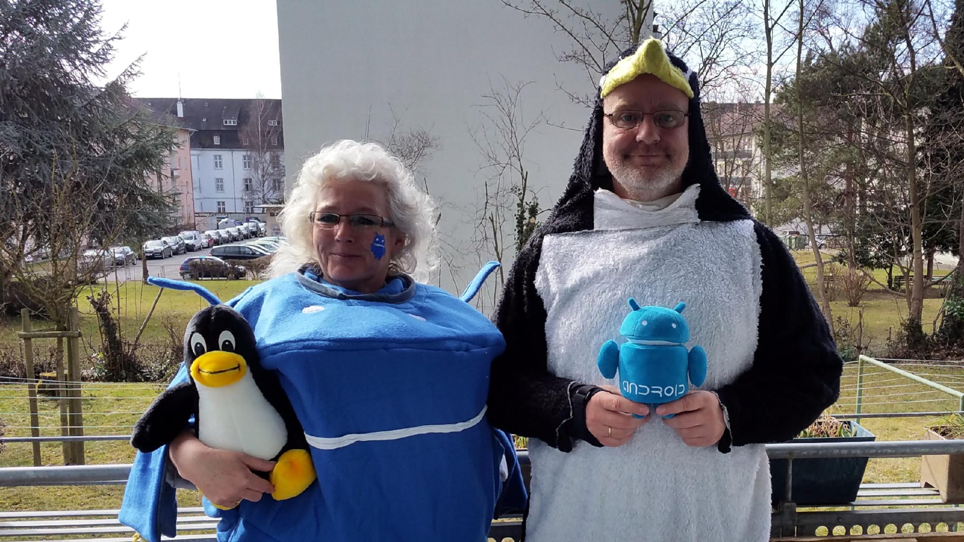 tux und android mit kleinen tux und auf dem Weg zur Straßenfastnacht in Konstanz - miradlo