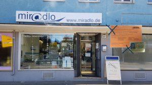 Paketabholung mit DHL-Abholkarte, bitte Ausweis mitbringen - miradlo Versanddepot Konstanz