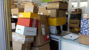 Einbruch - viele Pakete müssen warten, erst nach dem Schäden prüfen, kann eingelagert werden - miradlo-Versanddepot Konstanz