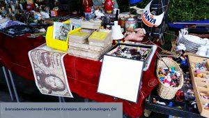 Flohmarktstand mit 1000-DM-Note als Deko - grenzüberschreitender Flohmarkt, Konstanz D, Kreuzlingen, CH - miradlo-Versanddepot informiert