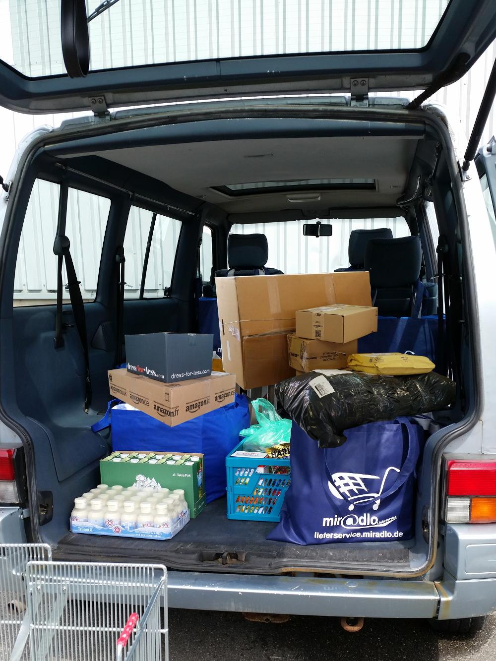 Pakete direkt in den Kofferraum liefern lassen, je nach Kofferraumgröße auch zusätzlich zu bereits eingeladenen Einkäufen.