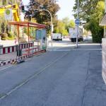 Lieferungen gewährleistet - Baustelle vorm miradlo-Versanddepot, Bushalteplatz muss repariert werden