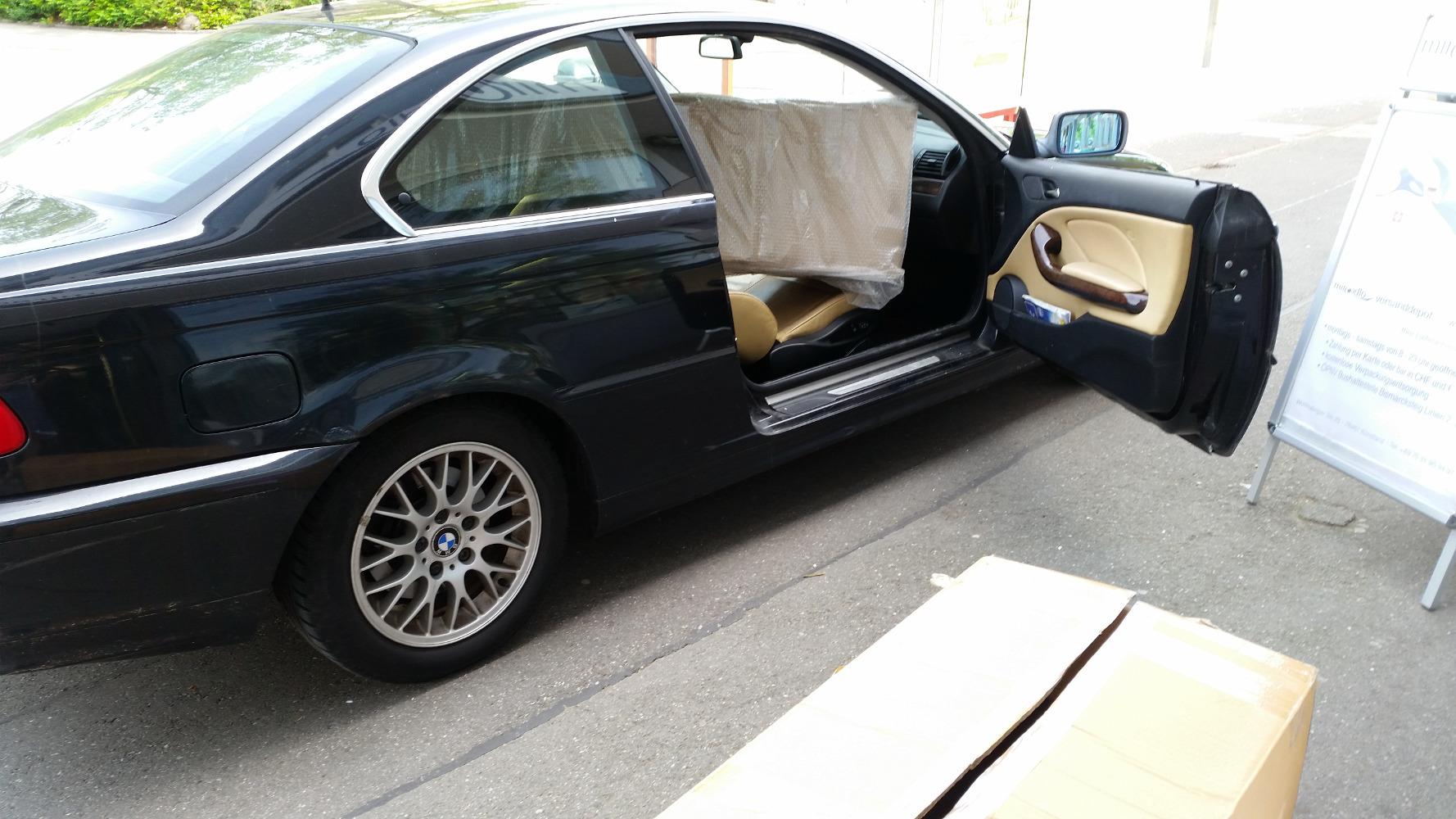 Es passen erstaunlich große Pakete in ein schickes Auto, ganz unabhängig von Ausfuhrstempeln - Lieferadresse miradlo Versanddepot