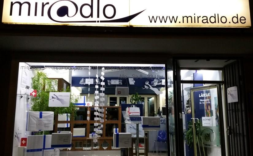 Bei Dunkelheit kann man in unsere Räume gut von außen hinein schauen, miradlo-Versanddepot, Lieferadresse in Konstanz
