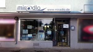 An Feiertagen geschlossen, dann ist das Gitter vom miradlo-Versanddepot geschlossen