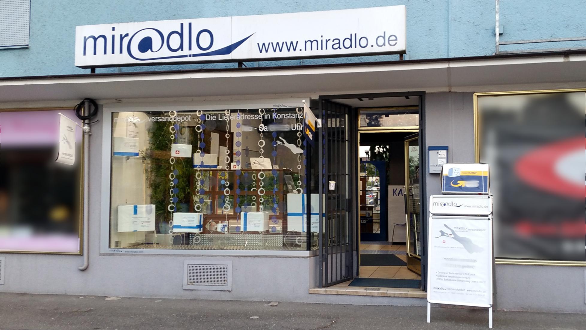 Schaufenster mit Sommerdekoration für unsere Lieferadresse - miradlo Versanddepot