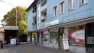 Speditionen, manchmal mit Platzproblemen - Zusteller beim miradlo-Versanddepot, der Lieferadresse in Konstanz