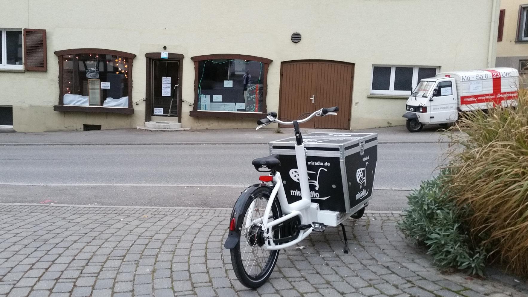 miradlo-Transportrad vor der Versanddepot-Filiale in Gottmadingen-Randegg
