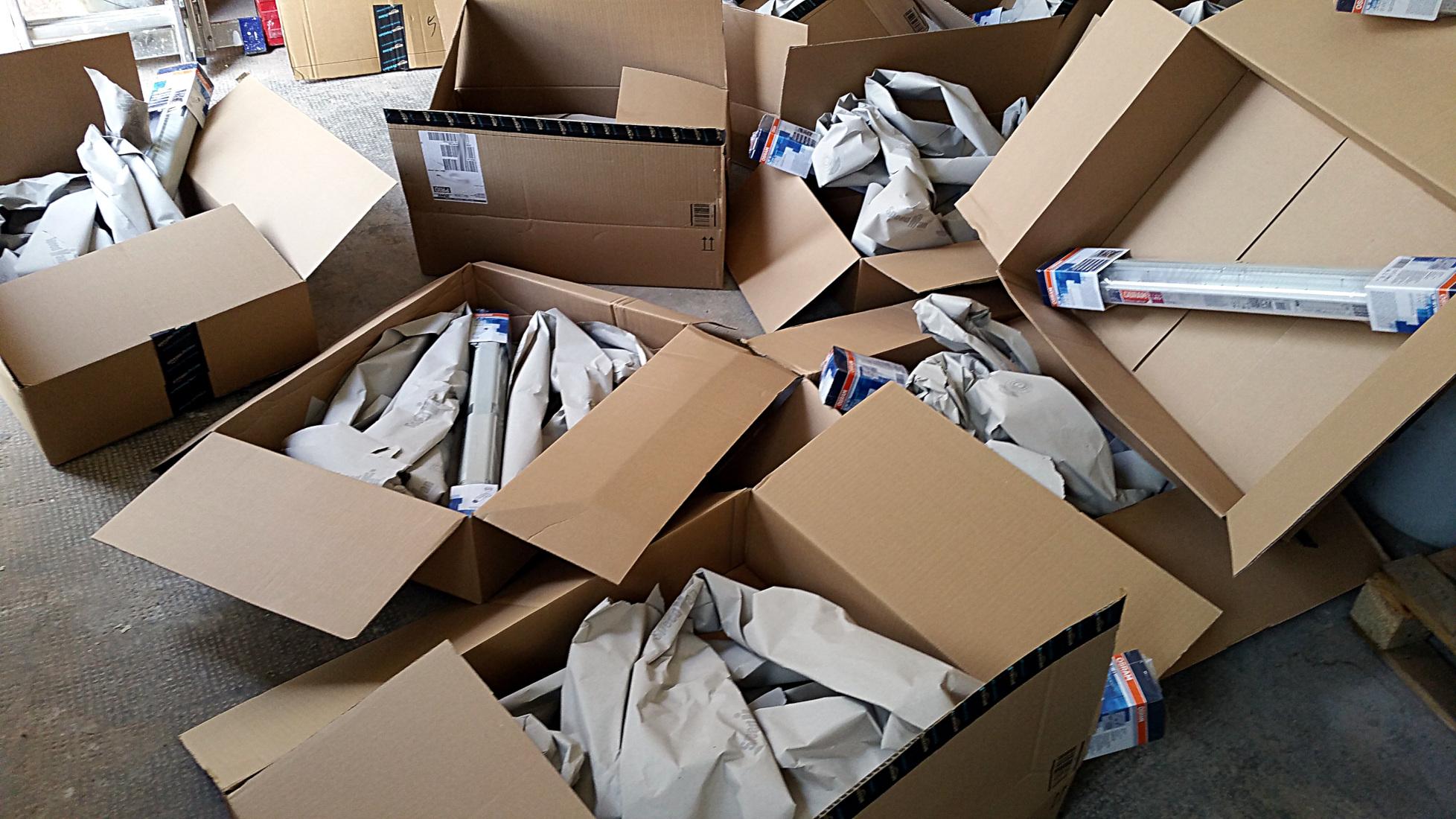 Verpackungswahnsinn, Lieferwahnsinn - 10 Artikel, 10 einzelne Lieferungen von LED-Röhren - Totalausfall