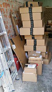 Eine Lieferung, erstmal überlegen, wieso da so viele Pakete kommen - 10 einzelne Lieferungen von LED-Röhren statt einem Paket mit 10 Stück von amazon