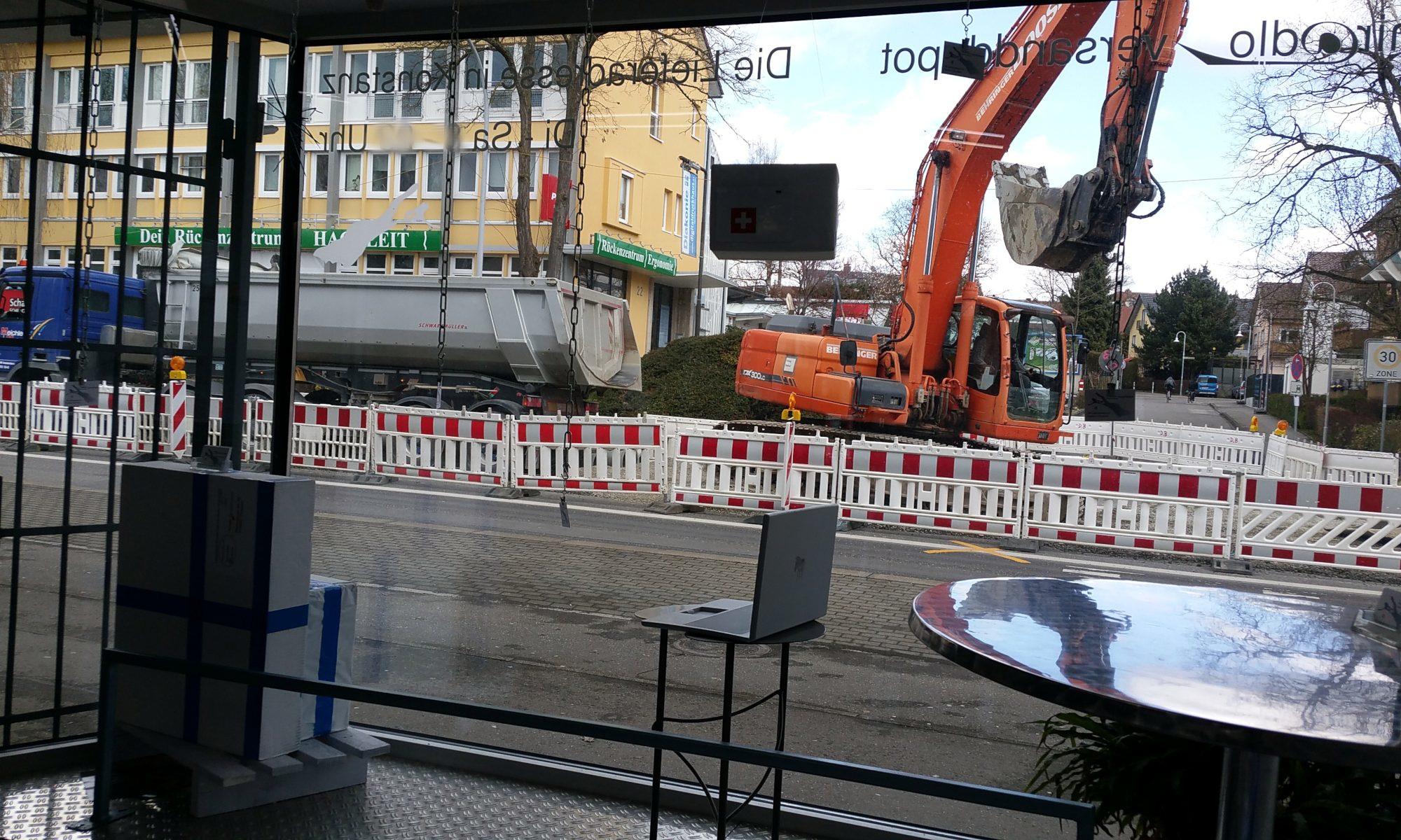Baustelle und Beeinträchtigungen voraussichtlich bis Pfingsten vorm miradlo Versanddepot Konstanz