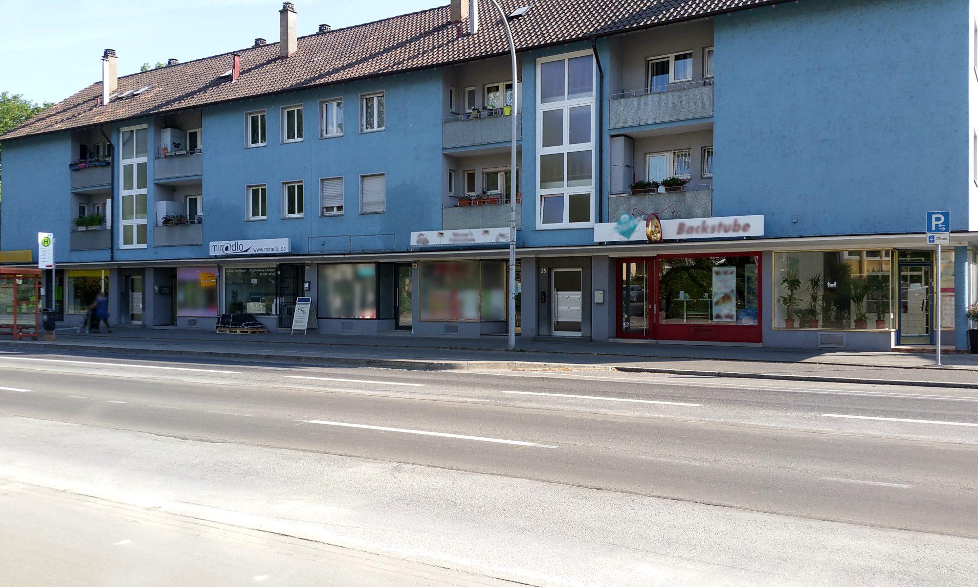 Kurzparkplätze vor der Ladenzeile - Parken jetzt wieder ohne Baustelle vorm miradlo Versanddepot Konstanz