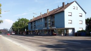 Parken am Straßenrand und Kurzparkplätze direkt vor der Ladenzeile - Parken jetzt wieder ohne Baustelle vorm miradlo Versanddepot Konstanz