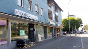 Parken fast vor der Tür - Parken jetzt wieder ohne Baustelle vorm miradlo Versanddepot Konstanz