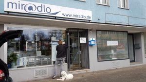 Päcklebox seit 1. März 2019 im miradlo-Versanddepot, Foto mit Richie und Beschriftung durch riwe Marketing, Lieferadresse Konstanz