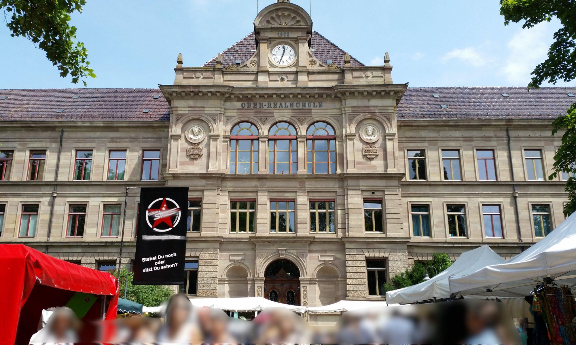 Flohmarkt am AvH, Gymnasium, hier wird der Schallplattenmarkt stattfinden - grenzüberschreitender Flohmarkt, Konstanz D, Kreuzlingen, CH - miradlo-Versanddepot informiert